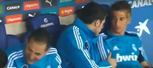 Coentro as unauthorized player on the bench. Casillas notifies him, others start to laugh.