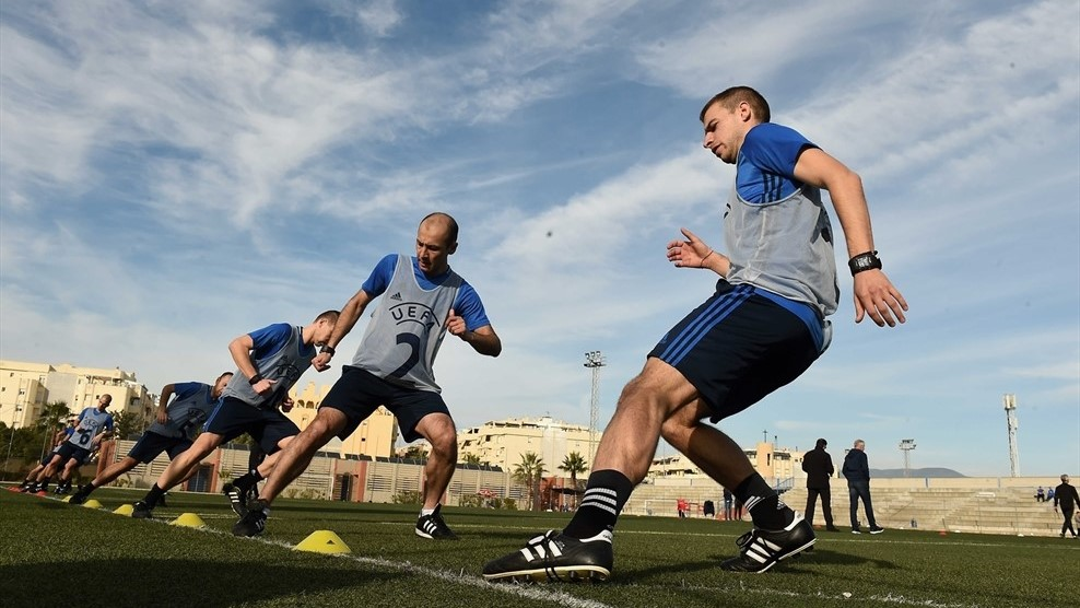 Male referees doing a sprint session in the referee winter course in Malaga