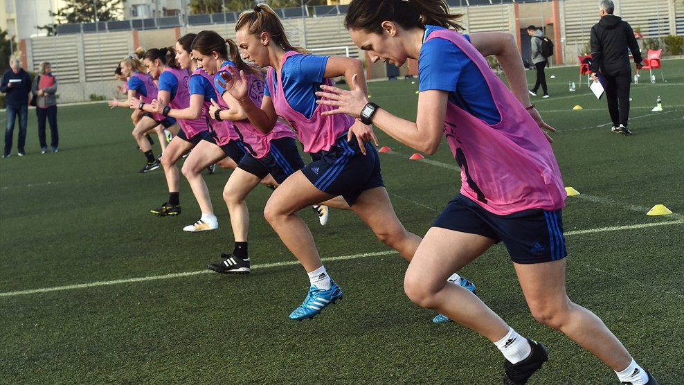 Femele referees doing a sprint session during referee training course in Malaga