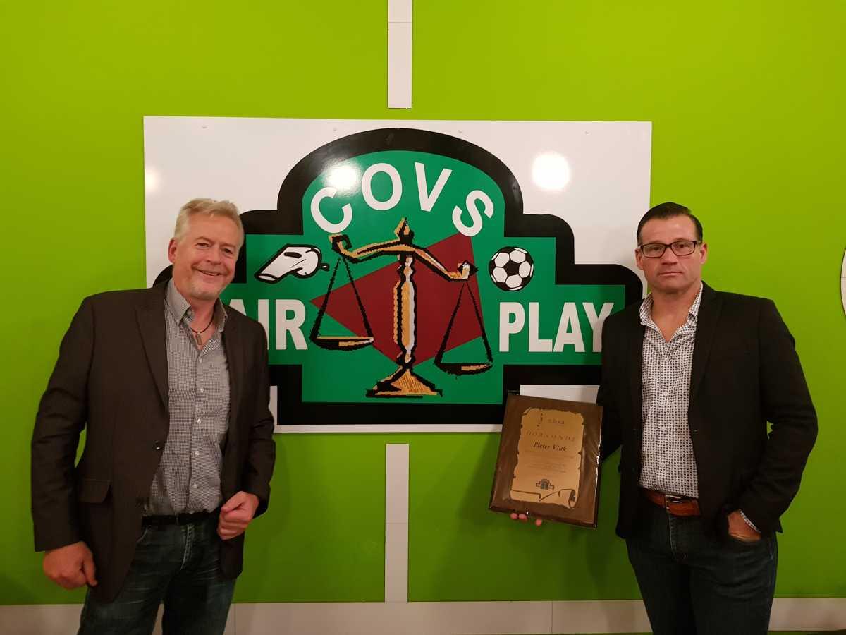 Pieter Vink gets certificate at COVS Leiden