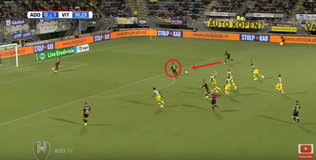 Van Wolfswinkel running towards the ball.