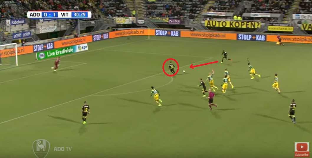 Van Wolfswinkel running towards the ball.