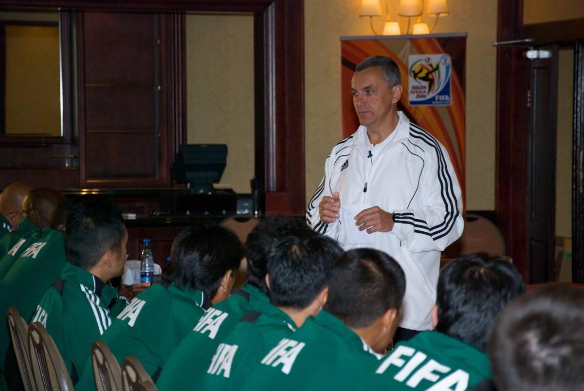 José María García-Aranda Encinar talking about physical training programme.