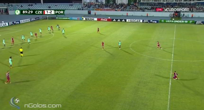 Indirect free kick without raised hand by ref