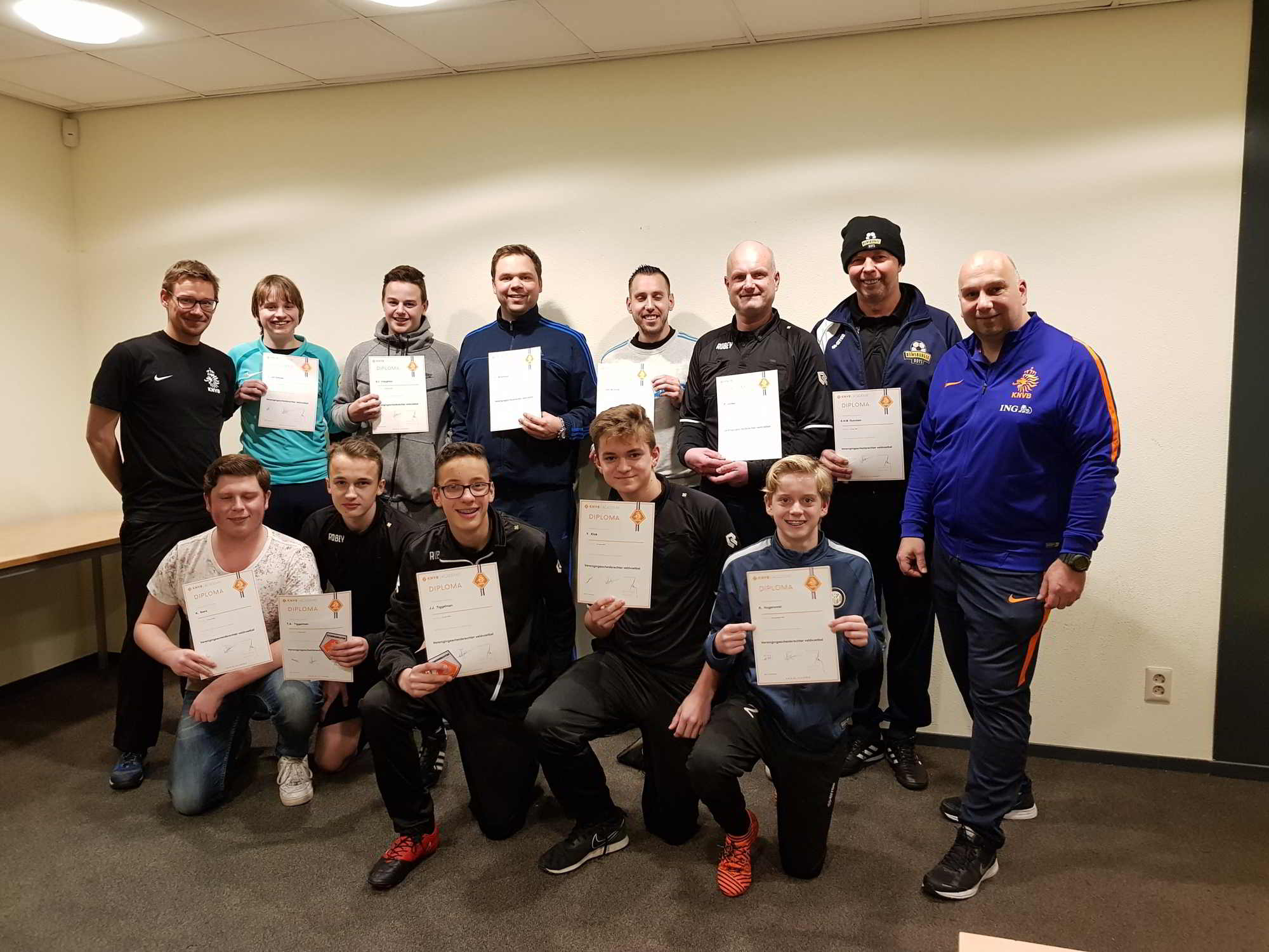 Better referee instructor during course at Rijnsburgse Boys