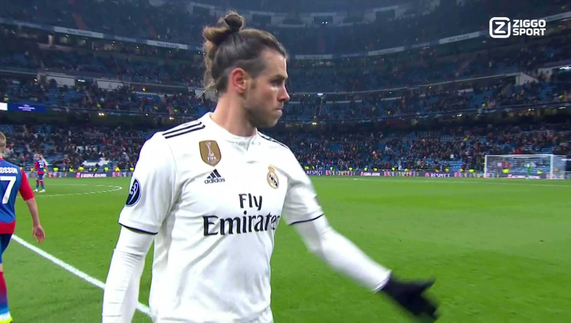 Gareth Bale leaving the field of play