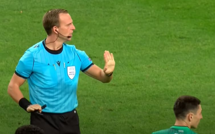 Referee Nathan Verboomen